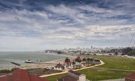 Παρατήρηση της άποψης της πόλης του Σαν Φρανσίσκο στη χρυσή ώρα βραδιού Στοκ φωτογραφίες με δικαίωμα ελεύθερης χρήσης