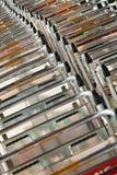 Παραταγμένα καροτσάκια αποσκευών, κύριος διεθνής αερολιμένας του Πεκίνου Στοκ φωτογραφία με δικαίωμα ελεύθερης χρήσης