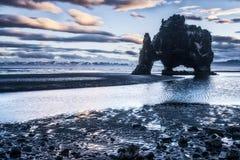 Παραλία βράχου δεινοσαύρων στην Ισλανδία Στοκ Εικόνες