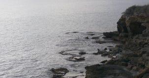 Παραλία βράχου της διάσημης άνετης πόλης calpe 4k Ισπανία απόθεμα βίντεο