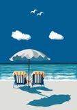 Παραλία, ευτυχής συνεδρίαση ζευγών στις καρέκλες γεφυρών, κάτω από το umbrealla, επάνω Στοκ Εικόνες