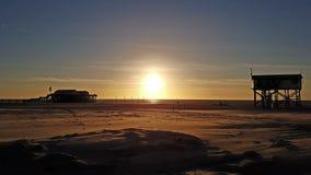 Παραλία ηλιοβασιλέματος Στοκ εικόνα με δικαίωμα ελεύθερης χρήσης