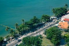 Παραλία θάλασσας από τη τοπ άποψη   Θερινές διακοπές και διακοπές στην Ταϊλάνδη Στοκ εικόνα με δικαίωμα ελεύθερης χρήσης
