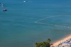 Παραλία θάλασσας από τη τοπ άποψη   Θερινές διακοπές και διακοπές στην Ταϊλάνδη Στοκ φωτογραφίες με δικαίωμα ελεύθερης χρήσης
