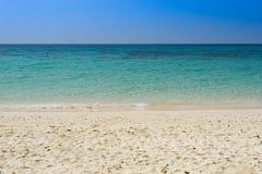Παραλία θάλασσας για το χρόνο διακοπών Στοκ φωτογραφίες με δικαίωμα ελεύθερης χρήσης