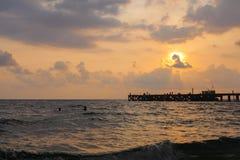 Παραλία θάλασσας ηλιοβασιλέματος Στοκ εικόνες με δικαίωμα ελεύθερης χρήσης