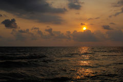 Παραλία θάλασσας ηλιοβασιλέματος Στοκ φωτογραφία με δικαίωμα ελεύθερης χρήσης
