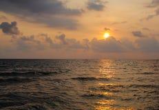 Παραλία θάλασσας ηλιοβασιλέματος Στοκ Φωτογραφίες