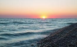 Παραλία θάλασσας στο ηλιοβασίλεμα στοκ φωτογραφίες