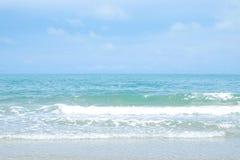 Παραλία θάλασσας το καλοκαίρι στο τροπικό υπόβαθρο νησιών, διακοπές vacat Στοκ εικόνες με δικαίωμα ελεύθερης χρήσης