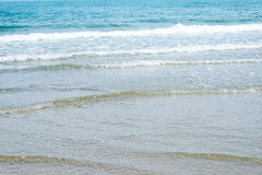 Παραλία θάλασσας το καλοκαίρι στο τροπικό υπόβαθρο νησιών, διακοπές vacat Στοκ φωτογραφία με δικαίωμα ελεύθερης χρήσης