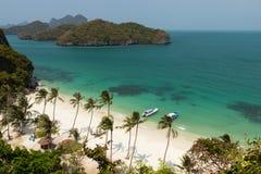 Παραλία και αρχιπέλαγος παραδείσου στο θαλάσσιο πάρκο Angthong στην Ταϊλάνδη Στοκ Εικόνα