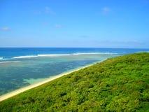 Παραλία και η ζούγκλα Στοκ φωτογραφία με δικαίωμα ελεύθερης χρήσης