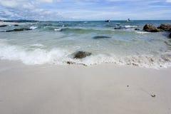 Παραλία και θάλασσα με τον ουρανό Στοκ φωτογραφία με δικαίωμα ελεύθερης χρήσης