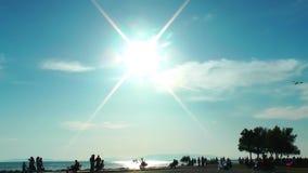 Παραλία και οι άνθρωποι απόθεμα βίντεο