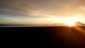 Παραλία και ουρανός ηλιοβασιλέματος Στοκ Φωτογραφία