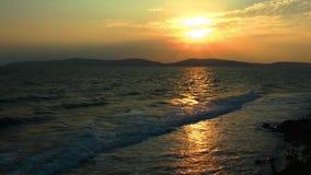 Παραλία και ο ήλιος πρωινού απόθεμα βίντεο