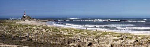 Παραλία και φάρος Στοκ Φωτογραφία