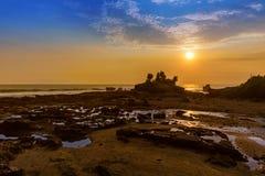 Παραλία κοντά στο ναό μερών Tanah - Μπαλί Ινδονησία Στοκ Φωτογραφίες