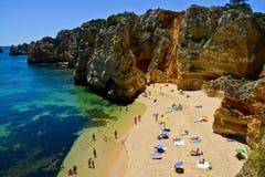 Παραλία κοντά Armacao de Pera, Αλγκάρβε, Πορτογαλία Στοκ εικόνες με δικαίωμα ελεύθερης χρήσης