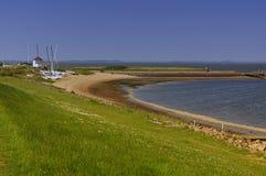 Παραλία με την αποβάθρα, sailboats και mudflats Στοκ φωτογραφίες με δικαίωμα ελεύθερης χρήσης