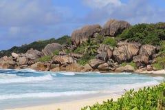 Παραλία με τους βράχους γρανίτη Στοκ φωτογραφίες με δικαίωμα ελεύθερης χρήσης