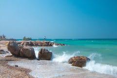 Παραλία με τους βράχους Στοκ Εικόνες