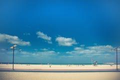 Παραλία με τους τουρίστες Στοκ φωτογραφία με δικαίωμα ελεύθερης χρήσης