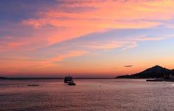 παραλία πέρα από το ηλιοβασίλεμα Στοκ Φωτογραφίες
