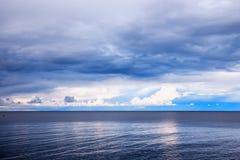 Παραλία πριν από τη θύελλα Στοκ Φωτογραφίες