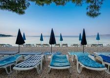 Παραλία πρωινού σε Baska Voda, Κροατία στοκ εικόνες