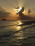 Παραλία στον τροπικό παράδεισο των Μαλδίβες Στοκ Φωτογραφίες