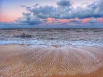 Παραλία στο ηλιοβασίλεμα Στοκ εικόνες με δικαίωμα ελεύθερης χρήσης