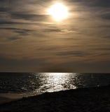 Παραλία στο ηλιοβασίλεμα Στοκ φωτογραφίες με δικαίωμα ελεύθερης χρήσης