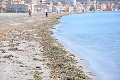 Παραλία στο νότο της Ισπανίας Άμμος, θάλασσα και ουρανός Χωρίς ανθρώπους Στοκ Φωτογραφία