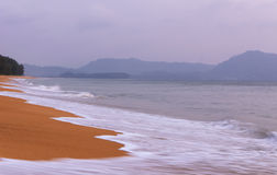 Παραλία Ταϊλάνδη της Mai Khao Στοκ φωτογραφίες με δικαίωμα ελεύθερης χρήσης