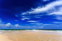 Παραλία της Mai Khao, Phuket, Ταϊλάνδη Στοκ φωτογραφία με δικαίωμα ελεύθερης χρήσης