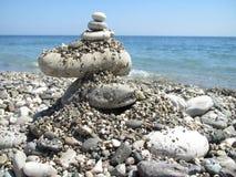Παραλία χαλικιών κοντά στη Μεσόγειο στην Τουρκία Στοκ εικόνες με δικαίωμα ελεύθερης χρήσης