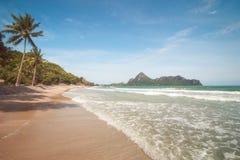 Παραλία AO Manao, Prachuap Khiri Khan, Ταϊλάνδη Στοκ φωτογραφία με δικαίωμα ελεύθερης χρήσης