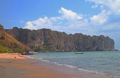 Παραλία AO Nang στην επαρχία Krabi, Ταϊλάνδη Στοκ φωτογραφία με δικαίωμα ελεύθερης χρήσης