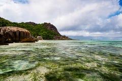 Παραλία δ ` Argent πηγής Anse στο νησί Λα Digue Στοκ Εικόνες