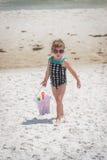 Παραλία babes Στοκ εικόνα με δικαίωμα ελεύθερης χρήσης