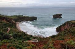 Παραλία Ballota κοντά Llanes villag στοκ εικόνες