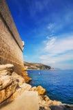 Παραλία Buza έξω από τους παλαιούς πόλης τοίχους Dubrovnik Στοκ Φωτογραφίες