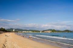 Παραλία Dadonghai στο φως βραδιού στοκ εικόνες