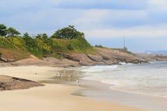 Παραλία Diablo (διάβολος) με seagulls, Ρίο ντε Τζανέιρο Στοκ Φωτογραφία