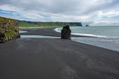 Παραλία Dyrholaey και απότομοι βράχοι, Ισλανδία Στοκ εικόνα με δικαίωμα ελεύθερης χρήσης