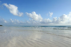 Παραλία Emply και τροπικός ωκεανός Στοκ Εικόνες