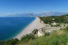 Παραλία Konyaalti, η πόλη Antalya και Taurus βουνά Στοκ φωτογραφία με δικαίωμα ελεύθερης χρήσης