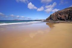 Παραλία Lanzarote Playa del Pozo στη πλευρά Papagayo Στοκ Φωτογραφία